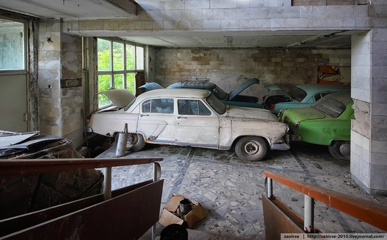 Abandoned Summer Camp with Retro Cars, Moscow region, Russia photo 14