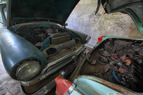 Abandoned Summer Camp with Retro Cars, Moscow region, Russia photo 15