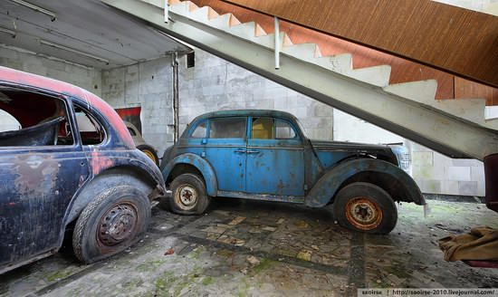 Abandoned Summer Camp with Retro Cars, Moscow region, Russia photo 17