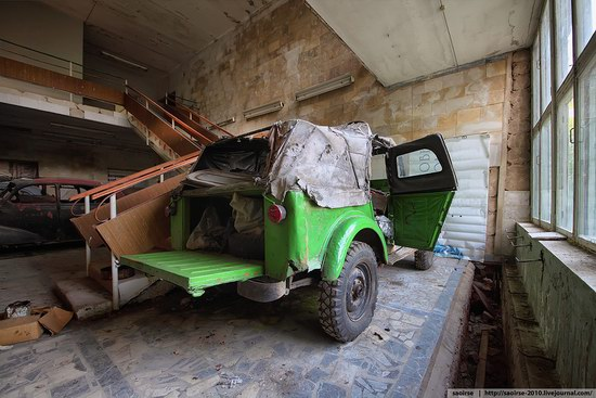 Abandoned Summer Camp with Retro Cars, Moscow region, Russia photo 19