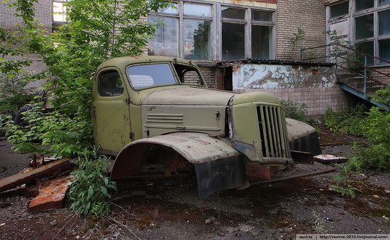 Abandoned Summer Camp with Retro Cars, Moscow region, Russia photo 3