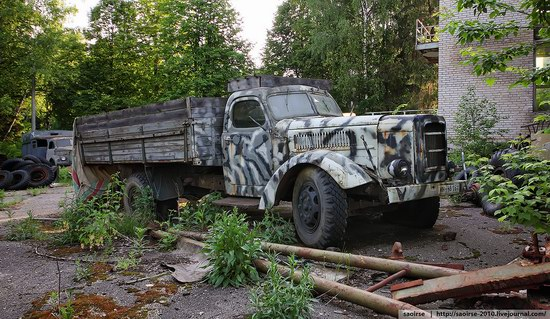 Abandoned Summer Camp with Retro Cars, Moscow region, Russia photo 5