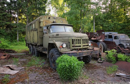 Abandoned Summer Camp with Retro Cars, Moscow region, Russia photo 8