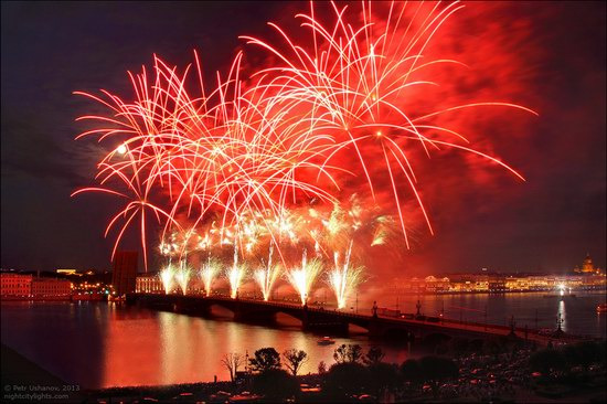 Alye Parusa pyrotechnic show, St. Petersburg, Russia photo 14