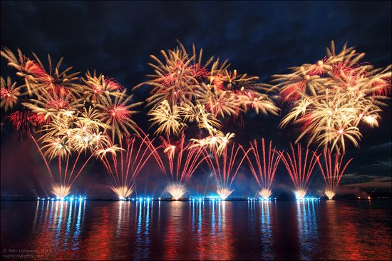 Alye Parusa pyrotechnic show, St. Petersburg, Russia photo 9