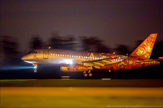 Plane painted in Khokhloma style, Aeroflot, Russia photo 2
