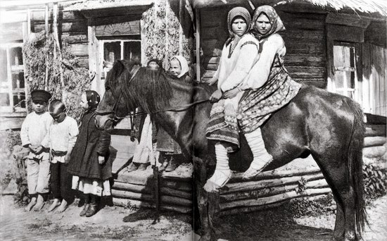 Festive and casual clothes in the Russian Empire photo 8