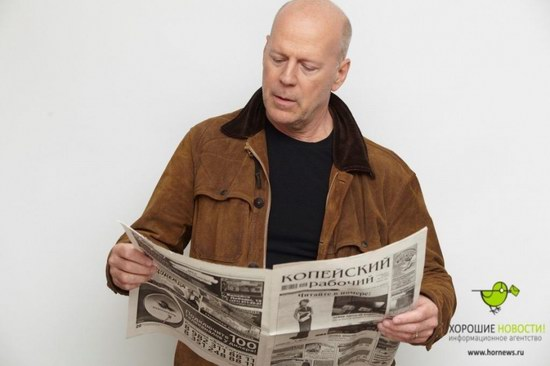 Bruce Willis with the Russian newspaper