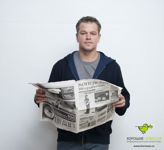 Matt Damon with the Russian newspaper