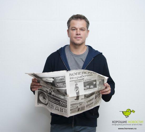 Matt Damon with the Russian newspaper