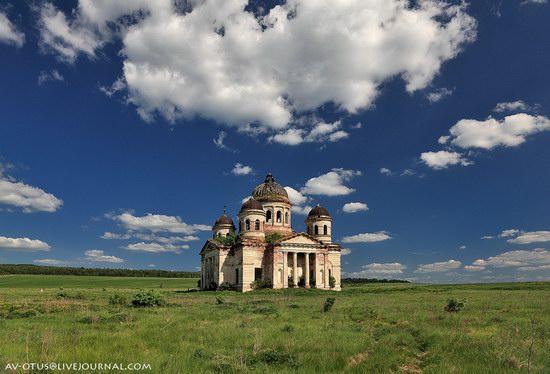 Abandoned church, Pyatino village, Russia, photo 1