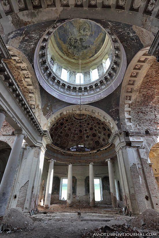 Abandoned church, Pyatino village, Russia, photo 8