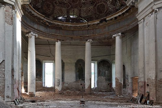 Abandoned church, Pyatino village, Russia, photo 9