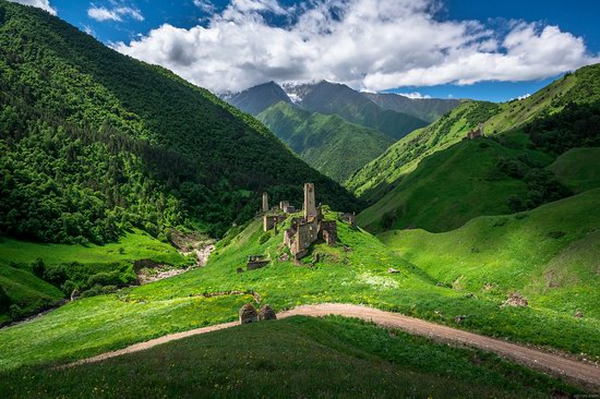 Majestic landscapes of the mountain Ingushetia, Russia, photo 7