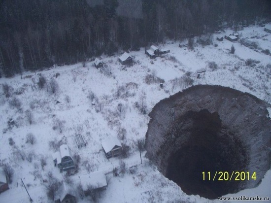 Giant sinkhole near Solikamsk in Perm region, Russia, photo 1