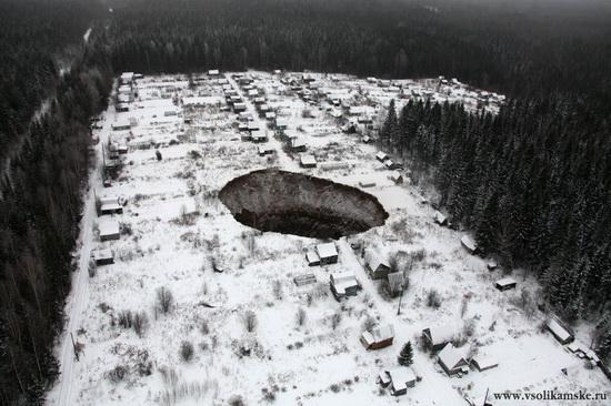 Giant sinkhole near Solikamsk in Perm region, Russia, photo 2