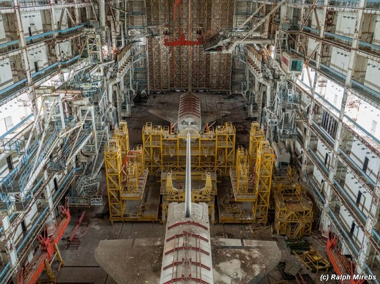 Abandoned spaceships Energy-Buran, Baikonur cosmodrome, photo 1