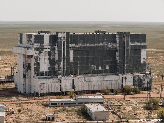 Abandoned spaceships Energy-Buran, Baikonur cosmodrome, photo 2