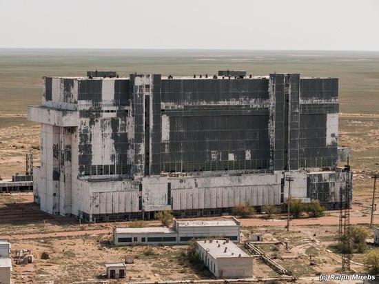 Abandoned spaceships Energy-Buran, Baikonur cosmodrome, photo 2