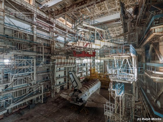 Abandoned spaceships Energy-Buran, Baikonur cosmodrome, photo 9