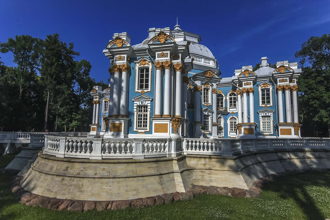 the hermitage pavilion in tsarskoye selo and its mechanical tables