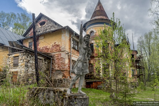 Abandoned manor of the architect Khrenov in Zaklyuchye, Tver region, Russia, photo 1