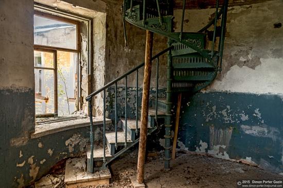 Abandoned manor of the architect Khrenov in Zaklyuchye, Tver region, Russia, photo 13