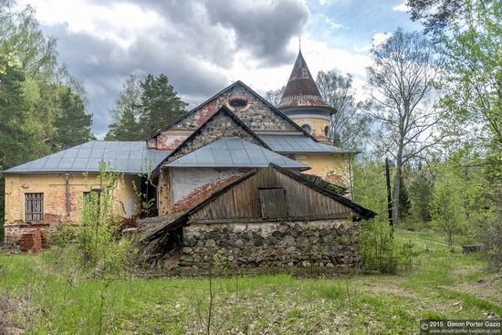 Abandoned manor of the architect Khrenov in Zaklyuchye, Tver region, Russia, photo 9