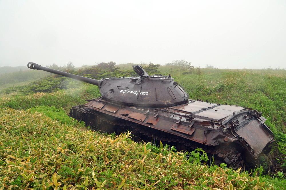 Tanque pesado IS-3 com o canhão D-25T de 122 milímetros