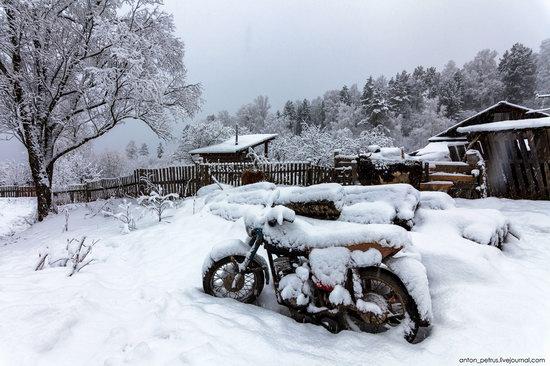 Snowy winter on Lake Teletskoye, Russia, photo 11