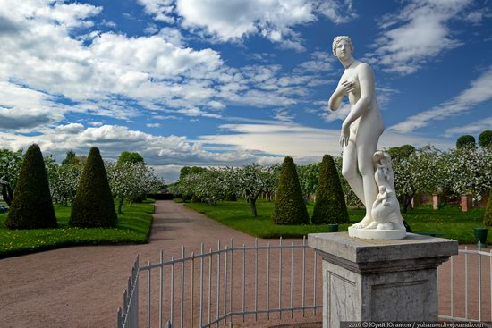 Spring in Peterhof museum, St. Petersburg, Russia, photo 1