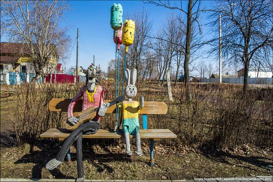 Strange self-made outdoor toys in Russia, photo 1