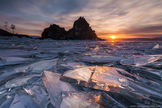 The beauty of the ice of Lake Baikal, Russia, photo 1