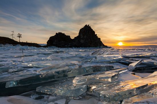 The beauty of the ice of Lake Baikal, Russia, photo 10