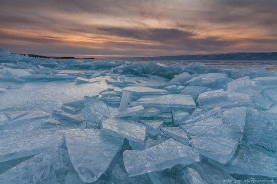 The beauty of the ice of Lake Baikal, Russia, photo 11
