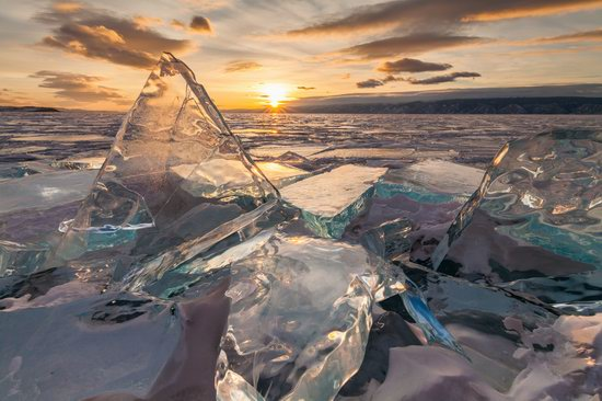 The beauty of the ice of Lake Baikal, Russia, photo 12