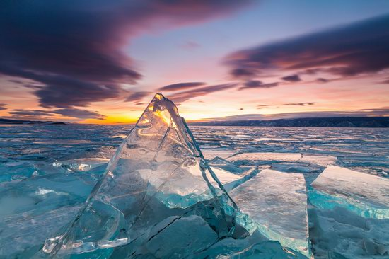 The beauty of the ice of Lake Baikal, Russia, photo 13