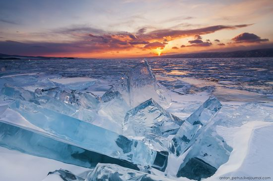 The beauty of the ice of Lake Baikal, Russia, photo 4