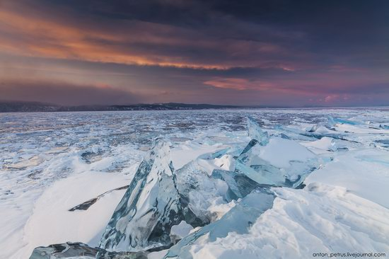 The beauty of the ice of Lake Baikal, Russia, photo 6