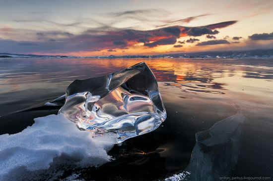 The beauty of the ice of Lake Baikal, Russia, photo 9