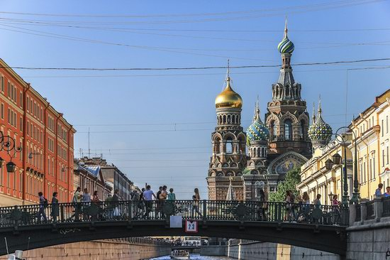 Boat trip along the canals of St. Petersburg, Russia, photo 1
