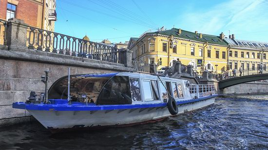 Boat trip along the canals of St. Petersburg, Russia, photo 2