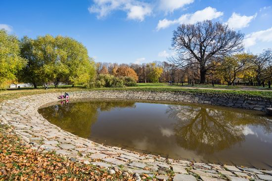 Golden autumn in Kolomenskoye, Moscow, Russia, photo 4