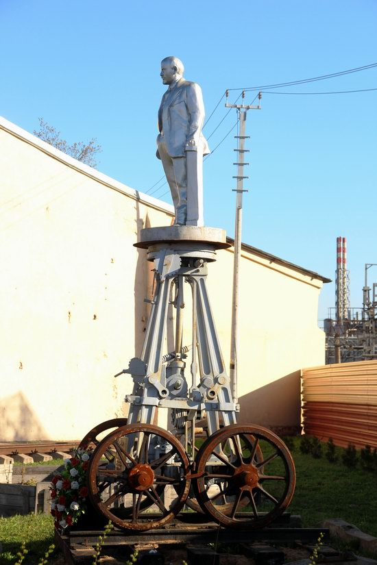 Lenin on Wheels - a Unique Roll Monument in Moscow, Russia, photo 2