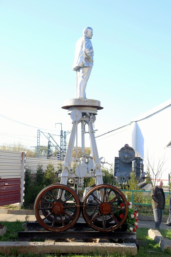 Lenin on Wheels - a Unique Roll Monument in Moscow, Russia, photo 5