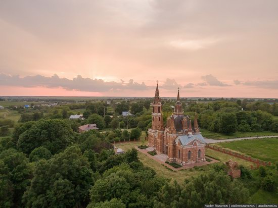 Pseudo-Gothic Orthodox Church in Veshalovka, Lipetsk Oblast, Russia, photo 1