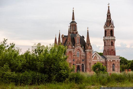Pseudo-Gothic Orthodox Church in Veshalovka, Lipetsk Oblast, Russia, photo 3