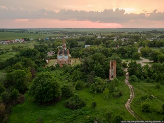 Pseudo-Gothic Orthodox Church in Veshalovka, Lipetsk Oblast, Russia, photo 4