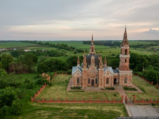Pseudo-Gothic Orthodox Church in Veshalovka, Lipetsk Oblast, Russia, photo 9