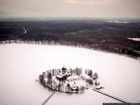 Winter in Svyato-Vvedensky Island Convent near Pokrov, Vladimir Oblast, Russia, photo 1